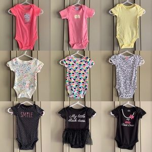 9- Short Sleeve Onesies in Size 0-3 Months